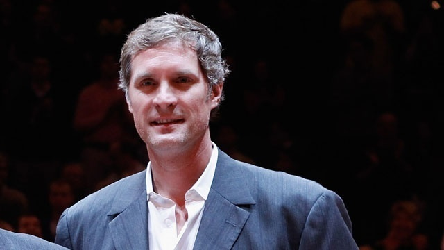 Final Four WATN - Laettner as coach_984200860357967
