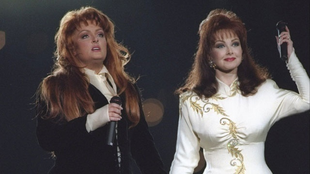 Super Bowl halftime - The Judds_3080067256157462