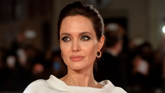 beautiful at every age - Angelina Jolie_1442762097514932