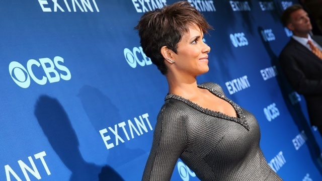 beautiful star arrivals - Halle Berry_1845189660858436
