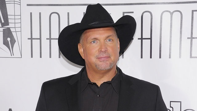 unretired celebs - Garth Brooks_2216205863476933