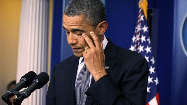 Barack Obama wipes away tear after Connecticut school shooting_2726709050103264