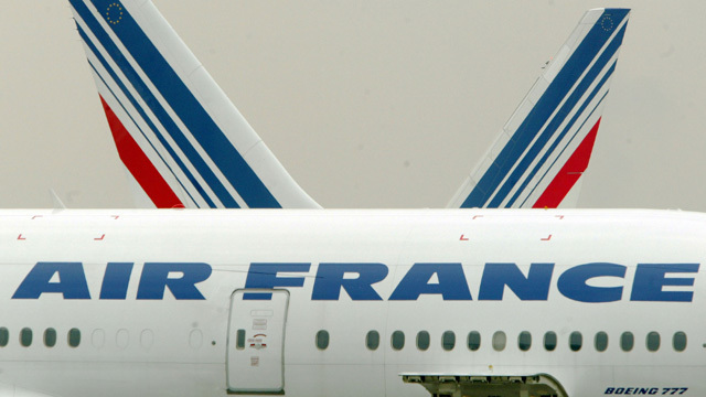 Air France flight makes emergency landing after engine blowout