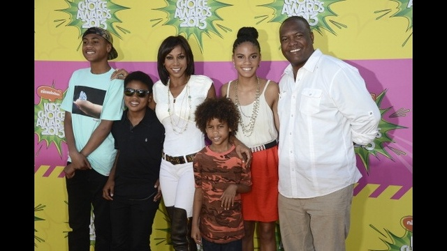 Famous mothers of twins - Holly Robinson-Peete_1253709607378289