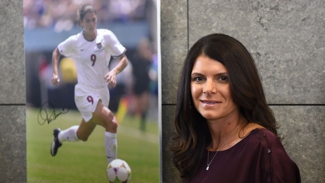 Famous mothers of twins - Mia Hamm_1253710272908548
