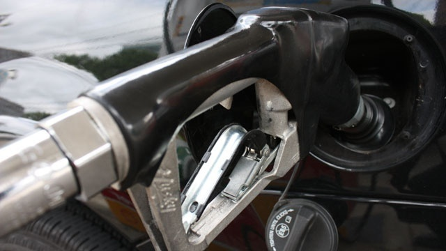 Orlando gas prices jump as Hurricane Harvey shuts refineries