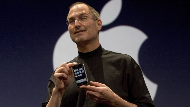 Steve Jobs with first iPhone, 2007_1805281206429143