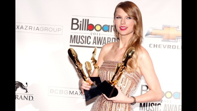 Taylor Swift through years - 2011 Billboard Music Awards_2294468205393740