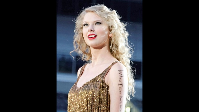 Taylor Swift through years - 2011 Speak Now tour_2913638822688636