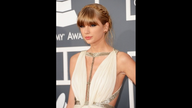 Taylor Swift through years - 2013 Grammys_2294469616791728