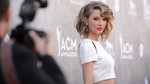 Taylor Swift Returns to Social Media, Shares Cryptic Snake Video!