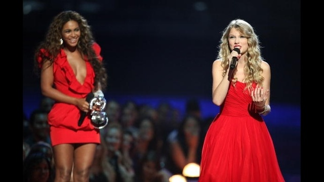Taylor Swift through years - Beyonce 2009_2324641414047696