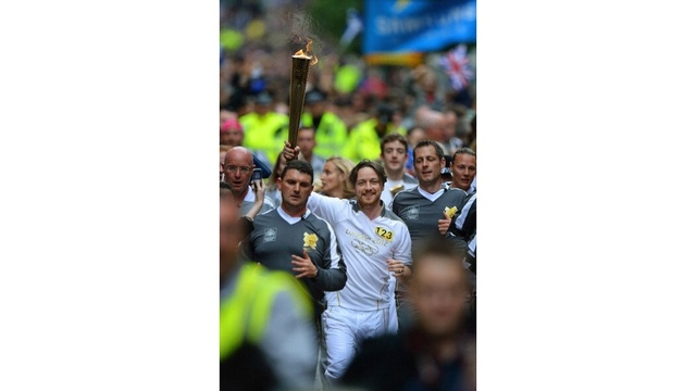 famous torchbearers - James McAvoy_2403349882909993