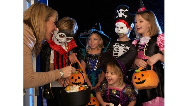 Americans to Spend $3.1 Billion on Halloween Costumes in 2017