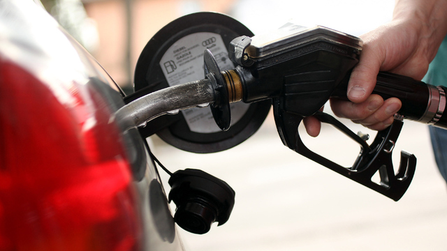 Great summer to hit the road? Gas prices drop again