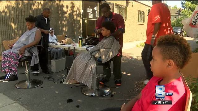 Local Barbers : Local barber gives free hair cuts for back-to-school - Story