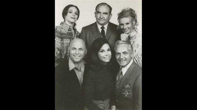 Mary Tyler Moore cast 197041273216