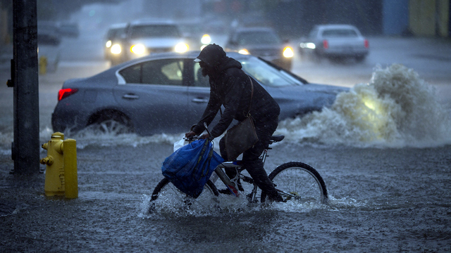California flood bicyclist.jpg35040082