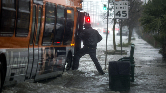 California flood boarding a bus.jpg56227738
