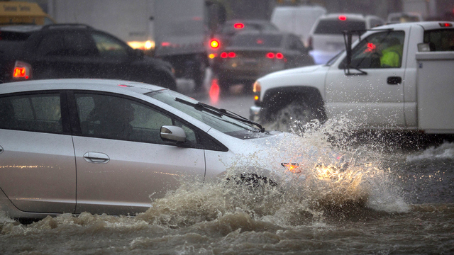 California flood cars driving in flood water.jpg65023444