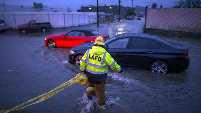 California flood cars stalled.jpg77770782