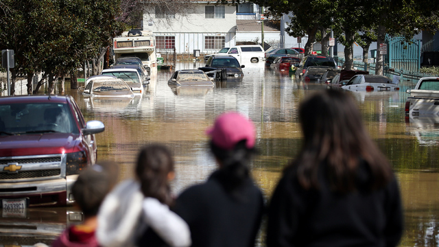 San Jose flood cars in street.jpg79408244