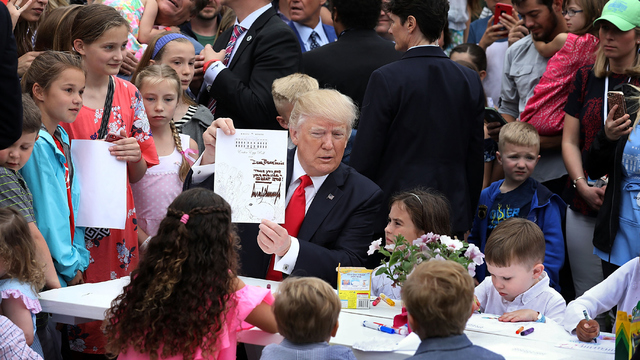 Easter Egg Roll Trump Picture.jpg36597093