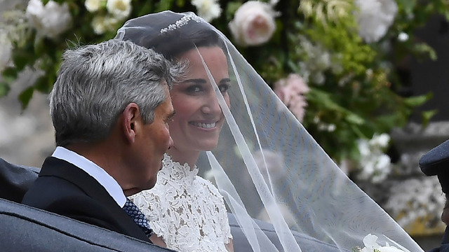 Pippa Middleton with veil arrivs to wedding with her father68508141