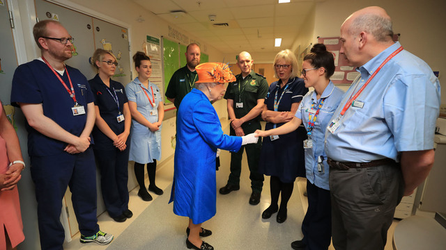Queen talks to hospital staff Manchester attack64333366