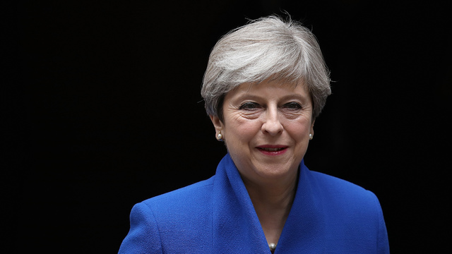 Theresa May : British PM's top aides quit after election disaster