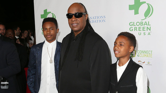 Stevie Wonder and sons at 2016 pre-Oscars party08567430