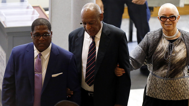Bill Cosby with wife entering court.jpg30391145