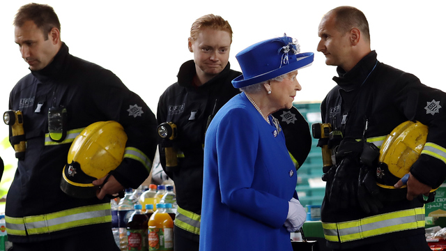 Grenfell Fire Queen Elizabeth with firefighters.jpg14883614