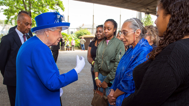 Grenfell Fire Queen Elizabeth with victims.jpg70952811