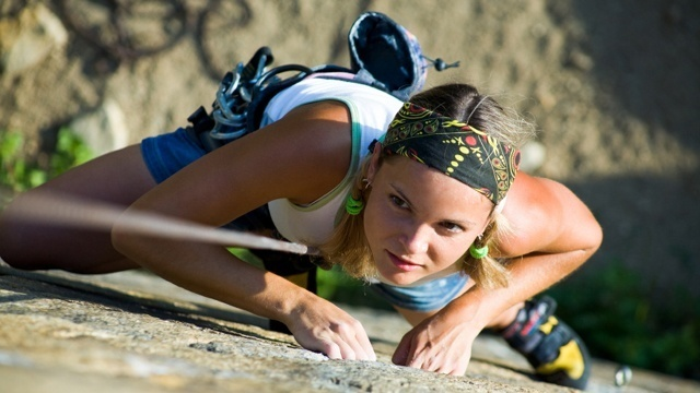 How to prevent overheating while rock climbing in the summer