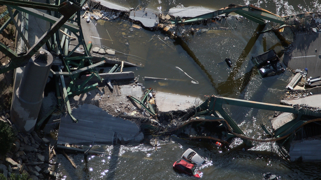 35W Bridge Collapse 3.jpg33420018