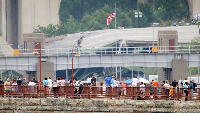 35W Bridge Collapse 7.jpg72837390