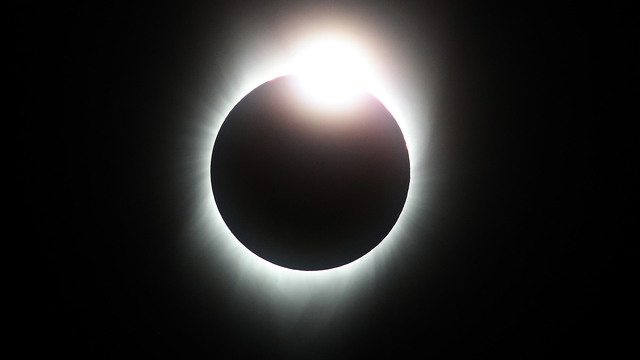 Watching solar eclipse Diamond Ring.jpg80544646