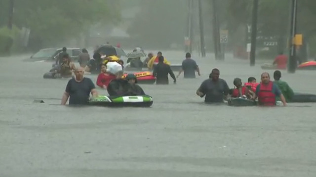 Evacuees escape flooding in Houston, Harvey, screenshot_1503847907619.jpg15097042