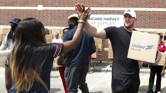JJ Watt distributing Hurricane Harvey relief supplies18772913