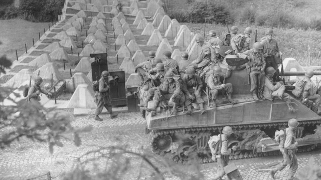 US Army troops cross into Germany in September 194451280001