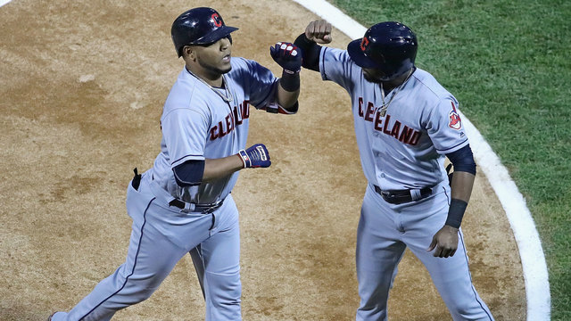Indians beat White Sox, set new record with 15 straight wins