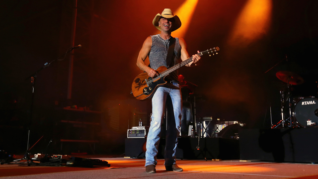 Kenny Chesney vows to help Virgin Islands after Irma