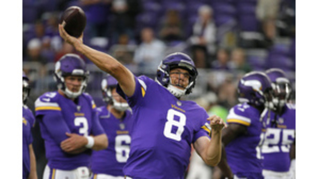 Sam Bradford's Knee Injury Reportedly Causing Concern for Vikings