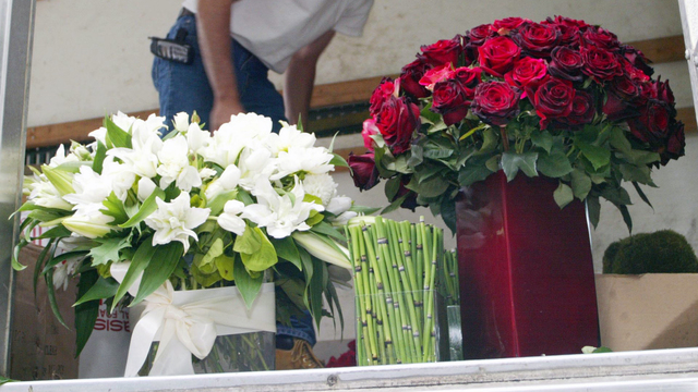 Holiday Hiring FTD Flower Delivery.jpg50117383