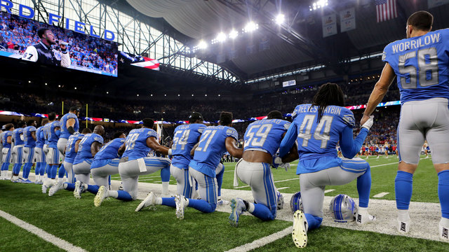 Detroit Lions players kneeling during national anthem64412918