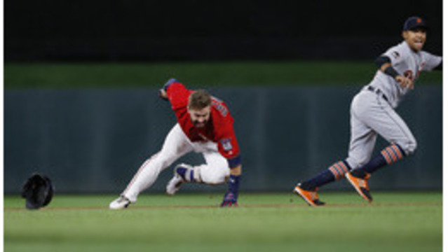 Back-to-Back Home Runs Help Twins Beat Tigers