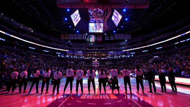 Women's basketball players take powerful stand on social justice