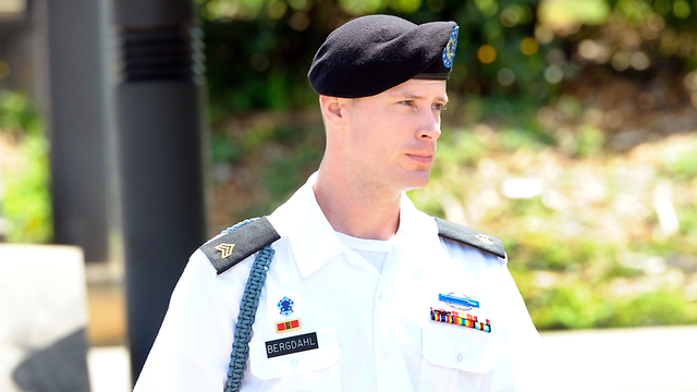 Bowe Bergdahl to enter plea in desertion case