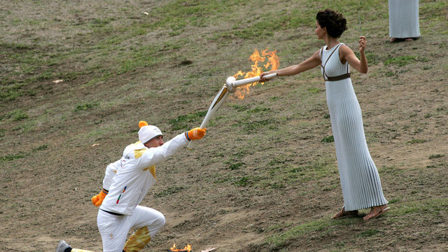 2018 Olympic flame lighting 1143232305